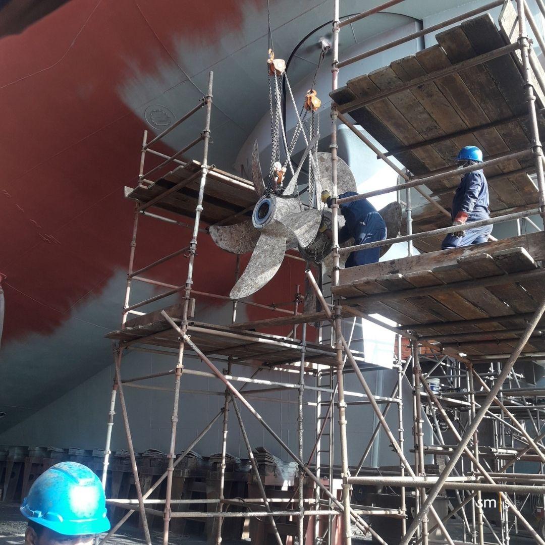 Propeller repair in drydock